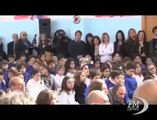 Renzi a Siracusa: insegnati pagati poco ma cardine del Paese. Il premier accolto da cori e applausi alla scuola Raiti