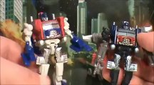 TRANSFORMERS 3 DOTM BATTLE IN THE MOONLIGHT CYBERVERSE OPTIMUS PRIME RATCHET CRANKCASE TOY REVIEW