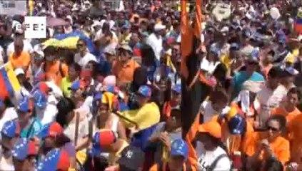 Milhares de estudantes e opositores tomam as ruas da Venezuela