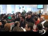 """Lega Nord raccoglie firme per referendum contro riforma Fornero. Salvini: """"Finora da Renzi su lavoro abbiamo sentito solo parole"""""""