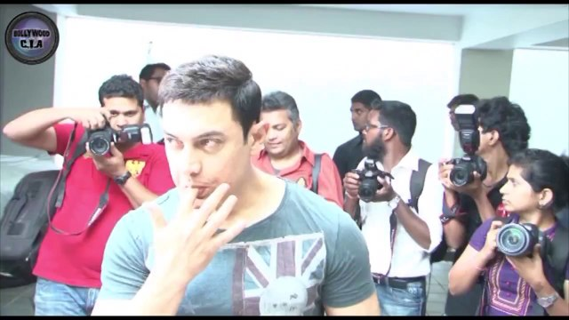 Aamir Khan celebrates his 49th BIRTHDAY with fans!