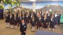 Une reprise de Happy de Pharrell Williams par une école primaire! Magique...