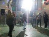 Fiesta en Sevilla con Maria y Hugo, Maria baila con el tito Miguel Angel