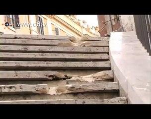 Vandali distruggono i gradini della rampa del Mignanelli