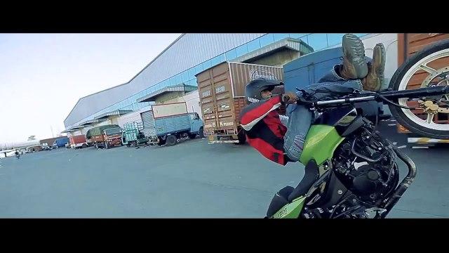 Extreme Mumbai Bike Stunts- Fast and the furious