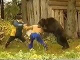 Un ours affamé attaque une femme en Russie-YouZAP.fr