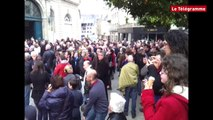 Quimper. Municipales : ambiance devant l'hôtel de ville