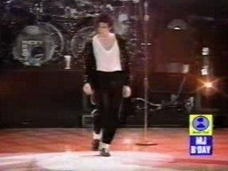 Michael Jackson  Moonwalk Live