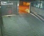 Une porte de garage qui fait des sales blagues!