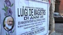Morto sindaco de Magistris: a Napoli manifesti pesce d'aprile