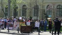 Romania Normala la cap  JOS ASPA, JOS Oprescu, JOS Bancescu, JOS bolsevicii, 4 aprilie, partea a II-a