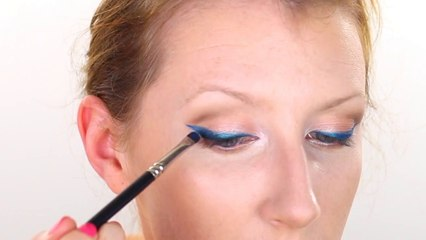 Chatty Blue Eyeliner Makeup Tutorial