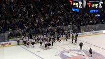 Baston entre flics et pompiers en match de hockey pour une bonne cause..