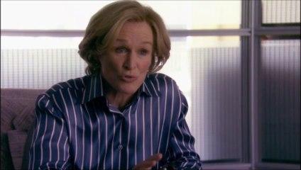 Patty reçoit ses clients dans l'affaire contre Frobisher