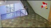 Femme ivre chute dans les escaliers