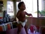 Un bébé qui danse la samba  Cute Samba Baby Dancing
