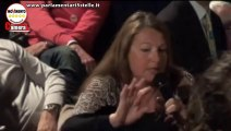 M5S - Una signora a Pesaro: la TV mente sul MoVimento 5 Stelle!! #NonciFermate