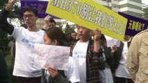 Pékin: les proches des passagers chinois du vol MH370 manifestent devant l'ambassade de Malaisie