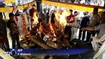 Népal: procession funèbre pour les sherpas disparus