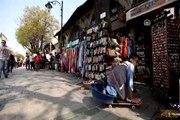 Çamaşır leğenli kaykay ile İstanbul'u gezdi