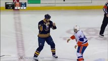 Grosse baston en Hockey : David contre Golliath... Marrant!