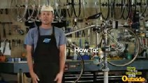 Lance Armstrong vous apprend à... changer un pneu crevé !
