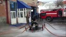Ces pompiers russes ont fabriqué un «tapis volant»