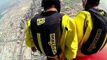 Deux Français sautent en BASE Jump depuis la plus haute tour du monde !