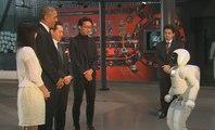 Au Japon, Obama joue au foot avec un robot