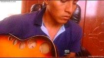 Emotivo Guitarrista Interpreta Una Cancion Romantica Sentimental y Con Mucho Corazon