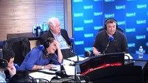 Laurent Guimier raconte une blague à Jean-Marie Bigard