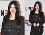 Bollywood Big Bboobbss Girl Ayesha Takia Azmi in Red Bright Lips looks Hot in Black at Premiere of Bollywood Movie Mausam