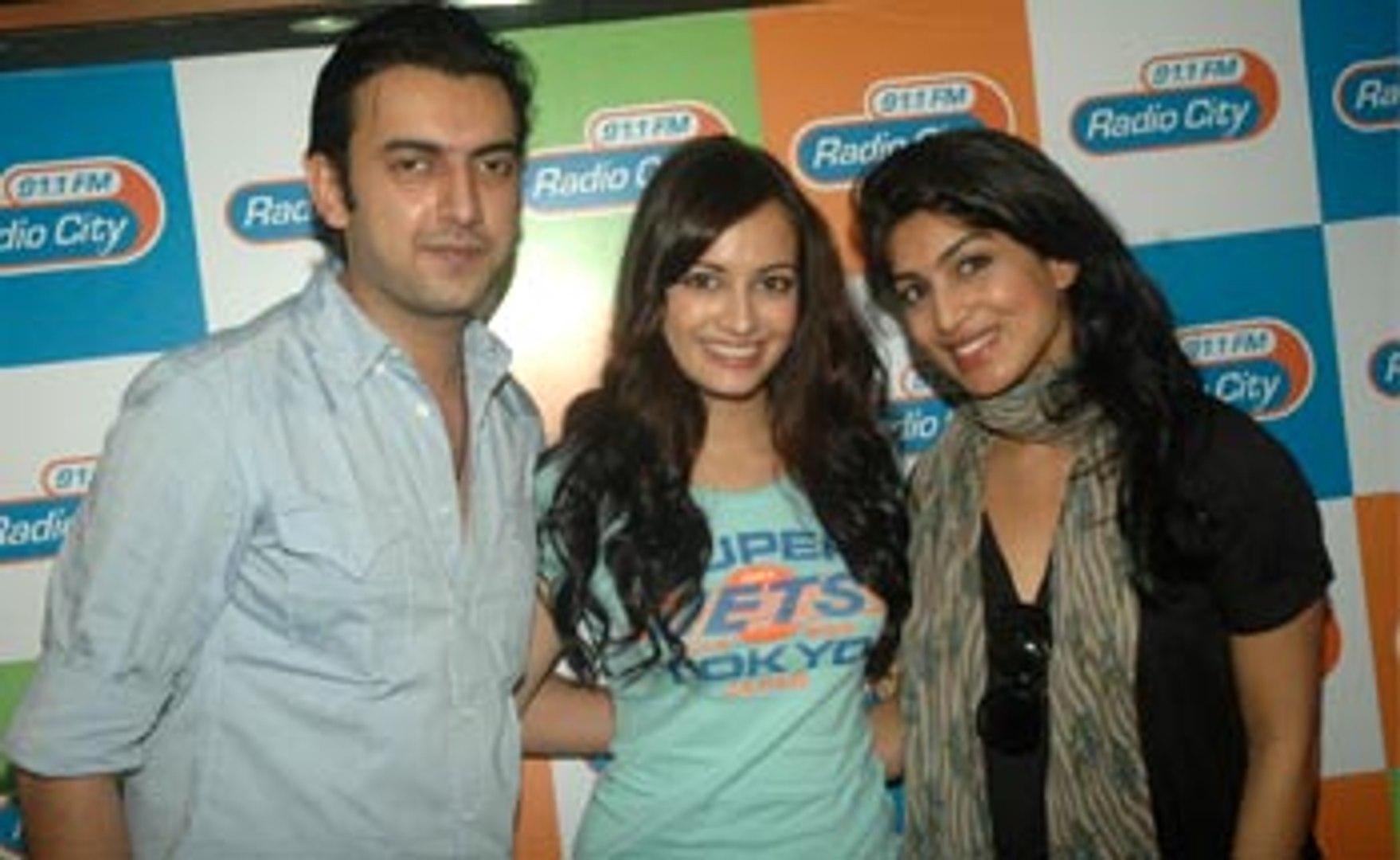 Bollywood Cute & Sweet Girl Dia Mirza plays 'Love Guru' on Radio City 91.1 FM