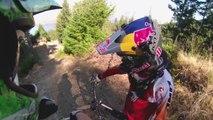Backflip au dessus d'un camion en Mountain Bike (MTB) : dingue!