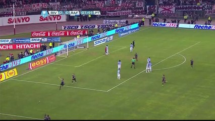 Vangioni scores a fantastic 30 yard shot to give River Plate the lead