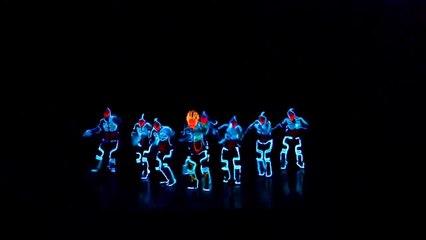 L'incredibile performance dance di Tron che ha fatto impazzire la platea