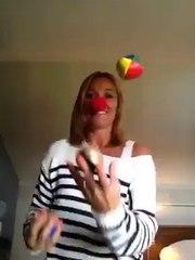 Mélanie jongle avec 3 balles