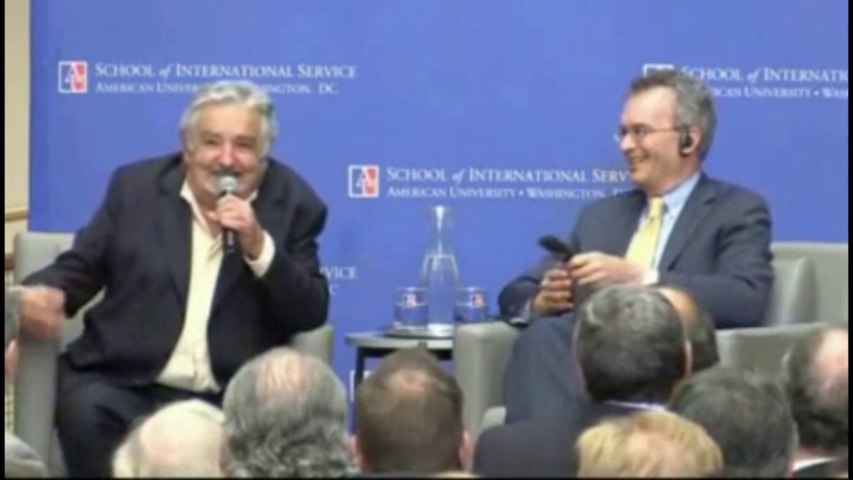 Mujica y su blooper con los micrófonos