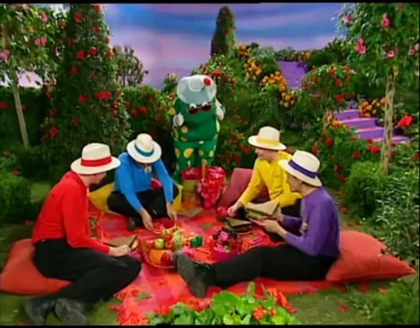 The Wiggles (TV Series 2): At Play
