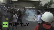Street battles break out in Caracas