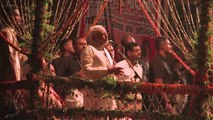 Inde: Narendra Modi prie sur les rives du Gange