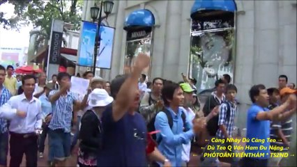 Biểu tình ở Sài Gòn 18-5-2014 CA đánh đập dã man người  mang biểu tượng cờ vàng