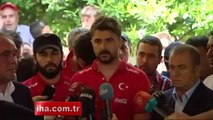 Milli Takım kafilesi Soma şehitlerinin ailelerini ziyaret etti