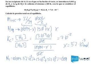 Química: Cálculo de presión total en el equilibrio