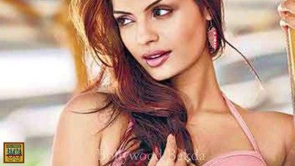 Sexy Sonali Raut Bold Boob show