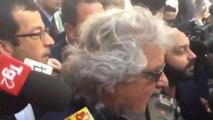 Beppe Grillo, una sosta al bar e ressa di giornalisti