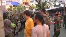 Tayland'da protestocular gösteri yasağını deldi