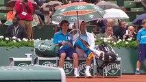 Roland Garros 2014 - Novak Djokovic invite un ramasseur de balles à trinquer