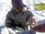 Amélie touche la neige 2006-12-31