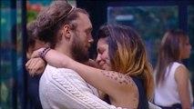 Angela e Fabio - abbracci durante la puntata prima dell uscita di Fabio
